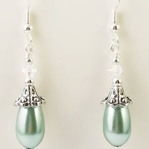 Jewelry - !!SALE 3/$30!! Classic Teal Pearl~Crystal